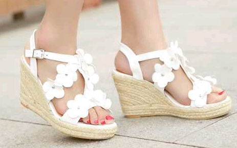 wedges bunga putih